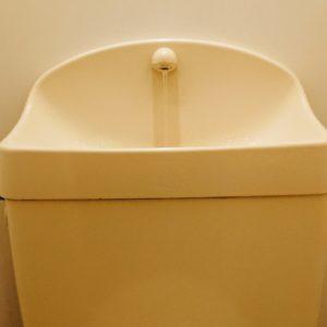 トイレタンクの中を掃除しましょう!簡単に汚れを落とせる7つの方法