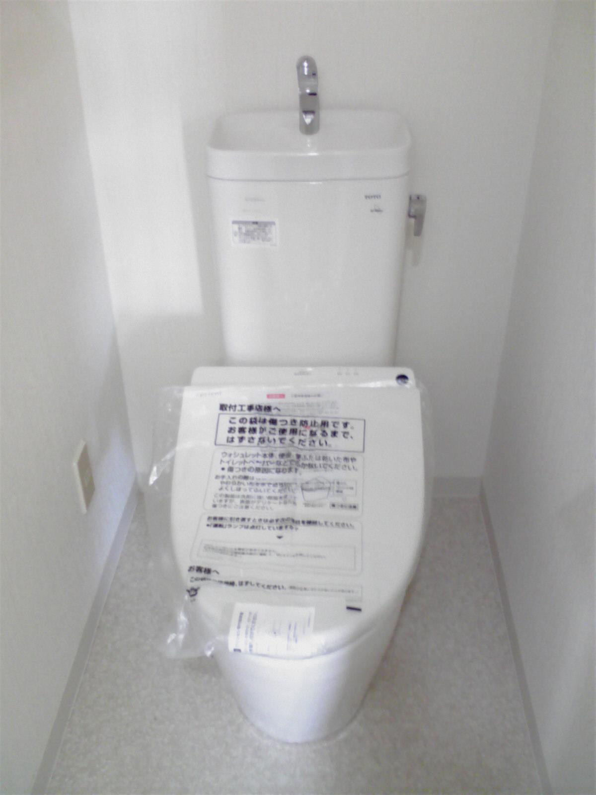 トイレの壁はどのように掃除できますか?
