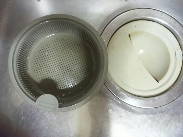 キッチン排水溝のゴミ受けや排水プレートの掃除に効果的なのは?