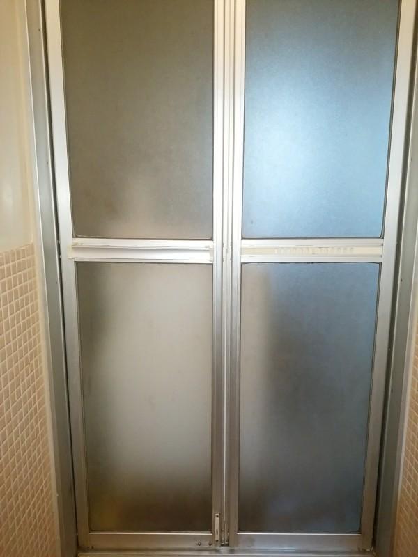浴室ドアの水垢やカビをカビキラーを使わずに掃除した結果!