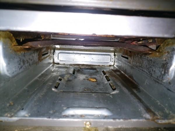 魚焼きグリルを掃除するなら庫内も忘れずに!臭いや汚れもごっそり落とすマル秘テク