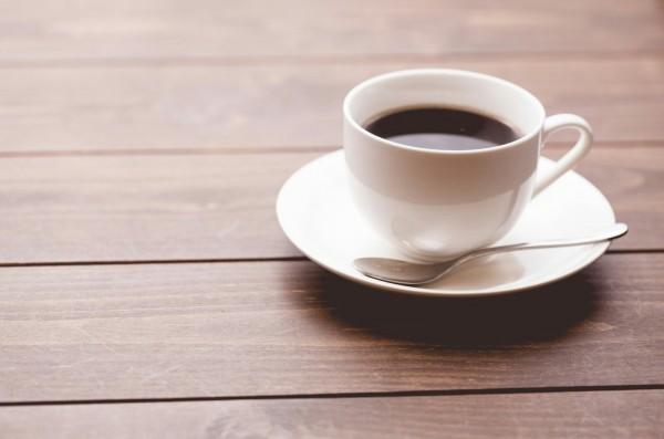 壁紙にコーヒーの汚れが!厄介なコーヒーのシミの正しい落とし方を伝授!