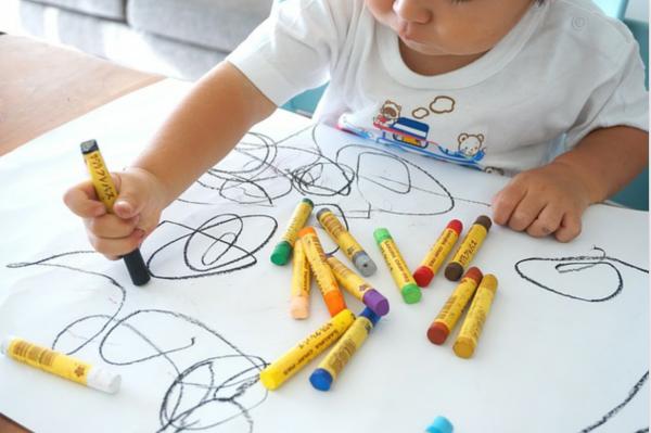 壁紙のボールペン汚れ!掃除のプロが教える3つの正しい消し方とは?